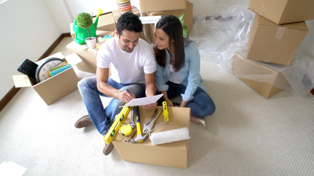 Latin American couple moving house