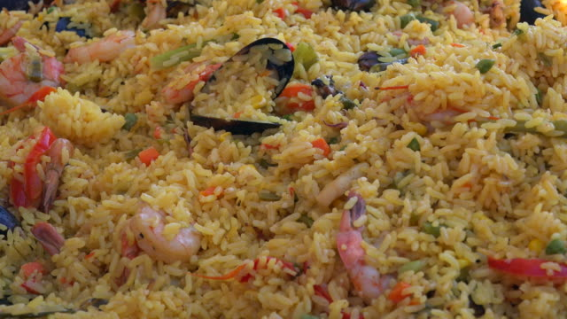 latin american cuisine: mixed yellow rice. the traditional dish includes shrimps, pork, beef and many other ingredients. - 車海老料理点の映像素材/bロール