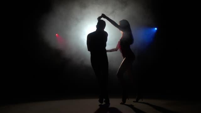 ラテン アメリカのダンス - サルサダンス点の映像素材/bロール