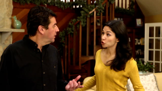 vídeos de stock, filmes e b-roll de casal latino forte em casa-mws ver b - batendo com a cabeça na parede