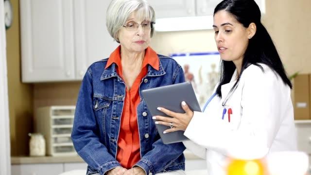 拉丁後裔、 女醫生和診所高級成人患者。 - 10秒或更長 個影片檔及 b 捲影像