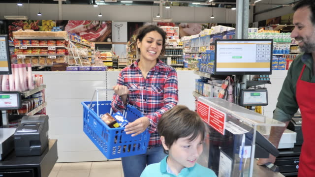 latin family shopping in supermarket - adult woman paying with contactless card - single mother stock videos & royalty-free footage