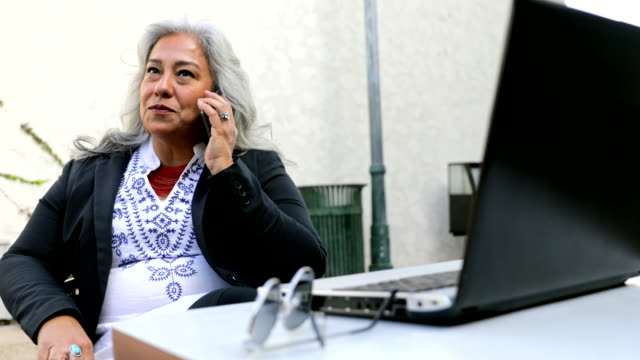 latina businesswoman using laptop at cafe - mexican ethnicity stock videos & royalty-free footage