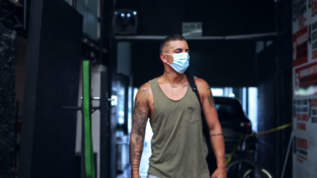 latino man entering the gym with his mask - 25 29 years stock videos & royalty-free footage