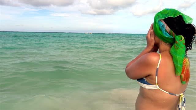 vídeos y material grabado en eventos de stock de latino woman bathing in punta cana, dominican republic - hispaniola