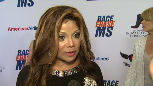 latoya jackson on being a part of the night, her glam rock attire, walking in the show and how she's been preparing for tonight, her thoughts on... - レーストゥイレースms点の映像素材/bロール