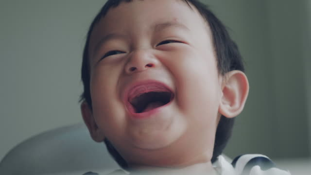 laughing baby - viso video stock e b–roll