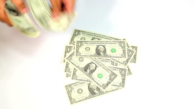 お金を起動 - 金融関係施設点の映像素材/bロール
