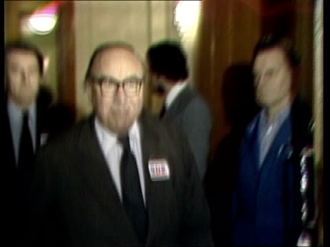 stockvideo's en b-roll-footage met roy jenkins and david owen onto platform england london connaught rooms cms thomas ellis pull as ellis roy jenkins david owen onto platform ms... - david owen