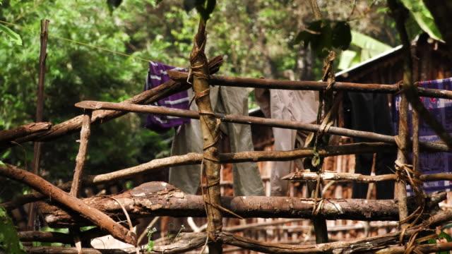 laundry hanging in ethiopian village - äthiopien stock-videos und b-roll-filmmaterial