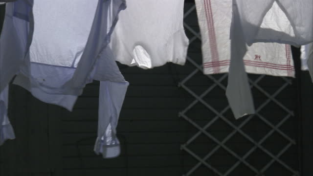 stockvideo's en b-roll-footage met laundry hanging on a clothes-line stockholm sweden. - waslijn