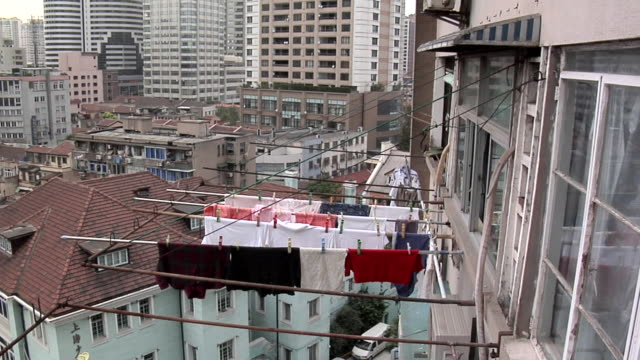 ha ws laundry hanging out to dry by apartment windows behind nanjing road west/ shanghai, china - nanjing road stock videos & royalty-free footage
