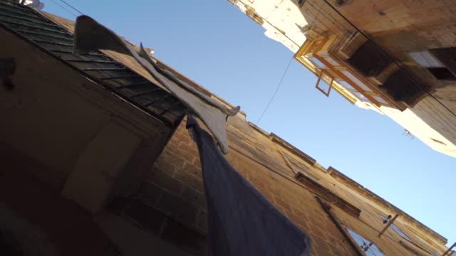 laundry on line in old town of malta - wäscheleine stock-videos und b-roll-filmmaterial