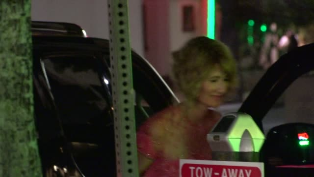 vídeos y material grabado en eventos de stock de laura dern arrives at the jimmy fallon 2013 emmy after party in hollywood at celebrity sightings in los angeles laura dern arrives at the jimmy... - 2013