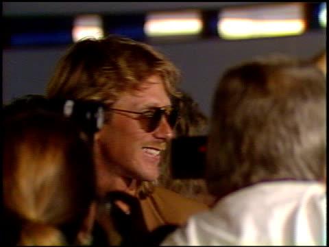 vídeos y material grabado en eventos de stock de laura dern at the 'great balls of fire' premiere at dga building in los angeles california on june 29 1989 - laura dern