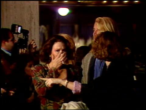 vídeos y material grabado en eventos de stock de laura dern at the 'look who's talking too' premiere at century plaza in century city california on december 13 1990 - laura dern