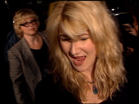 vídeos y material grabado en eventos de stock de laura dern at the 'proof of life' premiere at academy theater in beverly hills california on december 4 2000 - laura dern