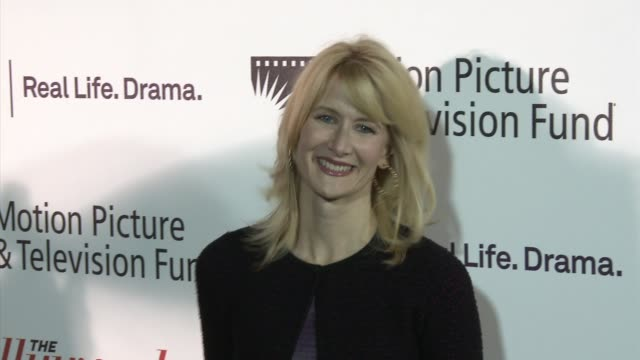 vídeos y material grabado en eventos de stock de laura dern at the 'reel stories real lives' celebrates next generation of entertainment industry leaders and 90 years of service to the community at... - laura dern