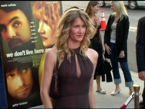 vídeos de stock e filmes b-roll de laura dern at the 'we don't live here anymore' los angeles premiere arrivals at director's guild of america in hollywood california on august 5 2004 - director's guild of america