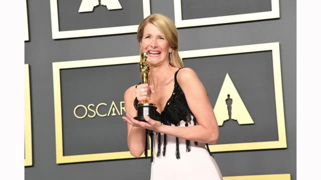 "laura dern, winner of the actress in a supporting role award for ""marriage story,"" poses in the press room during the 92nd annual academy awards at... - academy awards stock-videos und b-roll-filmmaterial"