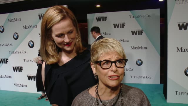 stockvideo's en b-roll-footage met interview laura linney and toni howard on the importance of tonight's award at women in film 2015 crystal lucy awards presented by max mara bmw of... - hyatt