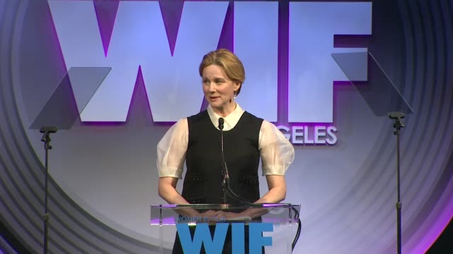 stockvideo's en b-roll-footage met speech laura linney at 2013 women in film crystal lucy awards sponsored by max mara swarovski and kodak 2013 women in film crystal lucy awards... - beverly hilton hotel