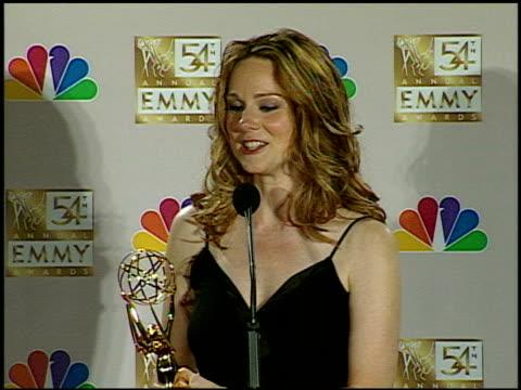 vídeos de stock, filmes e b-roll de laura linney at the 2002 emmy awards press room at the shrine auditorium in los angeles, california on september 22, 2002. - shrine auditorium