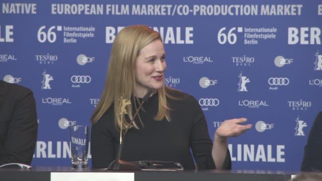 stockvideo's en b-roll-footage met interview laura linney on her research for the role at 'genius' press conference 66th berlin international film festival on february 16 2016 in... - internationaal filmfestival van berlijn 2016