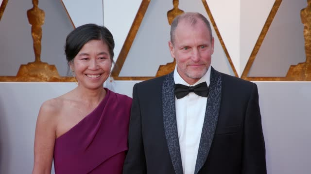 laura louie and woody harrelson at 90th academy awards arrivals 4k footage at dolby theatre on march 04 2018 in hollywood california - woody harrelson stock videos & royalty-free footage