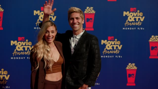 laura perlongo and nev schulman at the 2019 mtv movie tv awards at barkar hangar on june 15 2019 in santa monica california - mtv movie & tv awards stock videos & royalty-free footage