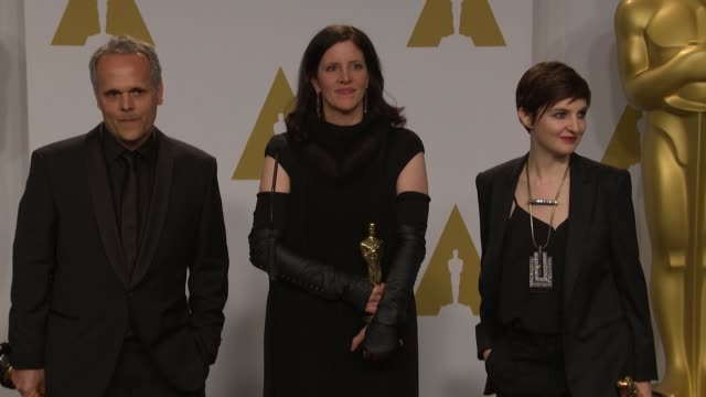 vídeos y material grabado en eventos de stock de speech laura poitras mathilde bonnefoy and dirk wilutzky at the 87th annual academy awards press room at dolby theatre on february 22 2015 in... - teatro dolby
