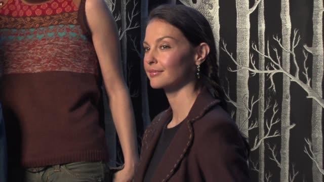 Laura Prepon Jeffrey Donovan Joey Lauren Adams and Ashley Judd at the 2006 Sundance Film Festival HP Portrait Studio Presented by Wireimage at...