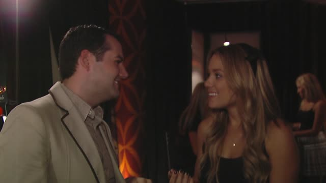 lauren conrad, ross mathews at the bertolli at the presenters gift lounge celebrating the primetime emmy awards hosted by aeg ehrlich ventures at los... - gift lounge stock videos & royalty-free footage