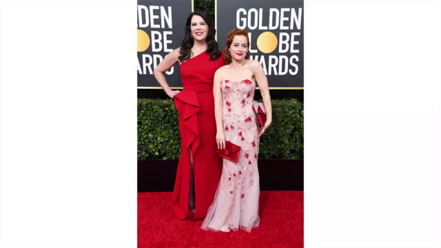 lauren graham and jane levy attend the 77th annual golden globe awards at the beverly hilton hotel on january 05 2020 in beverly hills california - the beverly hilton hotel stock-videos und b-roll-filmmaterial
