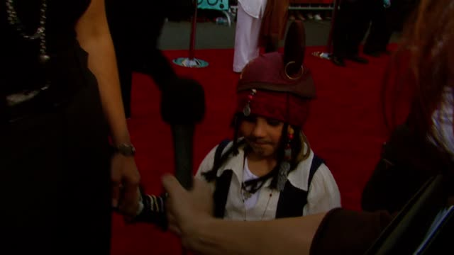 lauren holly and son on being a fan of the 'pirates' films the ncis finale and future projects at the 'pirates of the caribbean at world's end' world... - lauren holly stock videos and b-roll footage