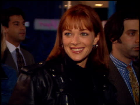 lauren holly at the 'interview with the vampire' premiere at the mann village theatre in westwood california on november 9 1994 - レジェンシービレッジシアター点の映像素材/bロール