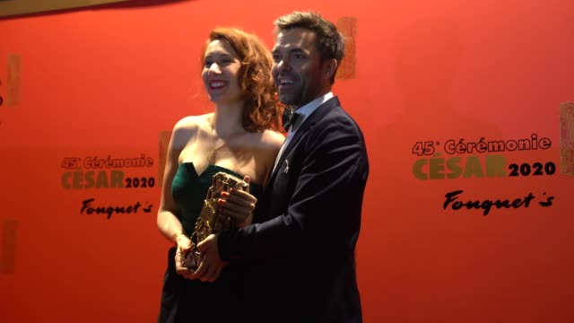 vidéos et rushes de lauriane escaffre , yvonnick muller and a guest attend the dinner at le fouquet's, as part of the cesar film awards 2020, on february 28, 2020 in... - cesar