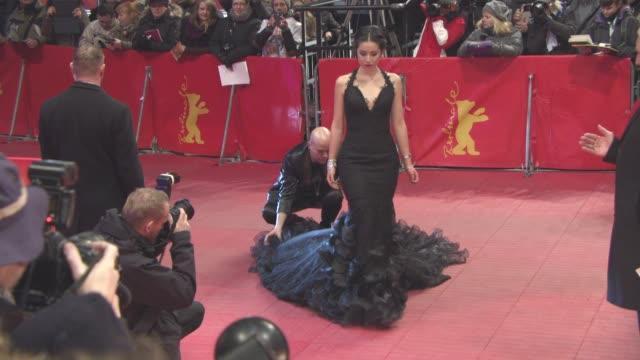 stockvideo's en b-roll-footage met lauriane sallin at 'chiraq' red carpet 66th berlin international film festival at berlinale palast on february 16 2016 in berlin germany - internationaal filmfestival van berlijn 2016
