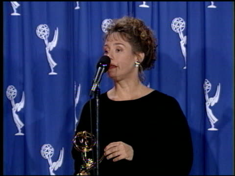 laurie metcalf at the 1993 emmy awards entrances and press room at the pasadena civic auditorium in pasadena california on september 19 1993 - anno 1993 video stock e b–roll