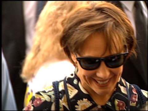 laurie metcalf at the 'toy story' premiere at the el capitan theatre in hollywood, california on november 19, 1995. - el capitan kino stock-videos und b-roll-filmmaterial