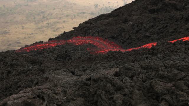 stockvideo's en b-roll-footage met lava flow (full hd) - active volcano