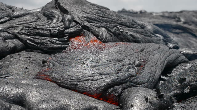 lava flow - lava stock-videos und b-roll-filmmaterial