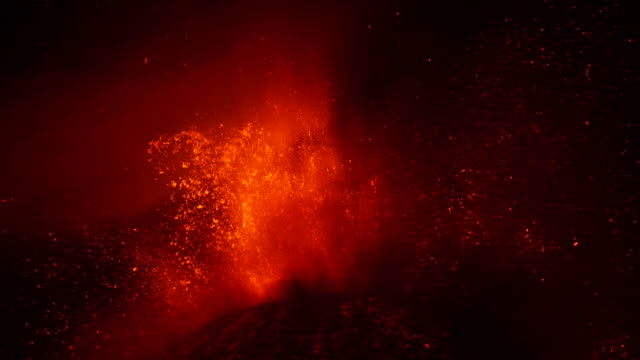 lava fontain during eruption of volcano etna in italy - lava video stock e b–roll
