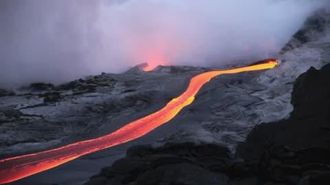 ws lava from kilauea volcano flowing near ocean / kalapana, hawaii, usa - lava stock videos & royalty-free footage