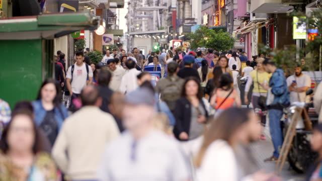vídeos de stock e filmes b-roll de lavalle shopping street and crowds in buenos aires - obelisco de buenos aires