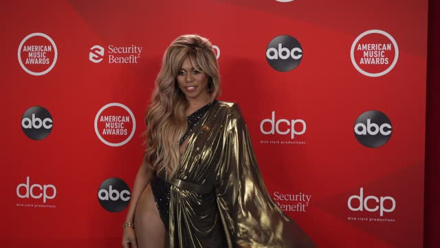 stockvideo's en b-roll-footage met laverne cox at at the 2020 american music awards at the microsoft theater on november 22, 2020 in los angeles, california. - american music awards