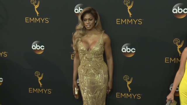 vídeos de stock, filmes e b-roll de laverne cox at the 68th annual primetime emmy awards arrivals at microsoft theater on september 18 2016 in los angeles california - primetime emmy awards