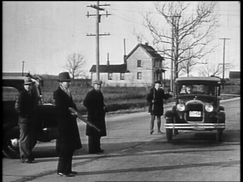 b/w 1934 law enforcement officers with guns pursuing john dillinger stopping car on street - john dillinger stock-videos und b-roll-filmmaterial