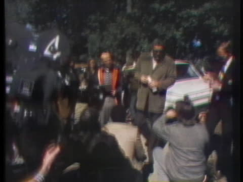 law enforcement officials search for a serial murderer who committed 13 bloody murders in six weeks in santa cruz, california, in 1973. - カリフォルニア州サンタクルーズ点の映像素材/bロール
