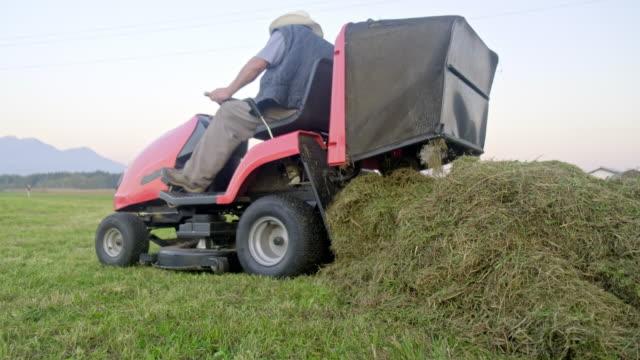 芝刈り機トラクター - 農業機械点の映像素材/bロール